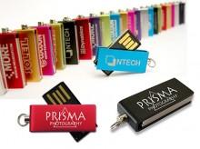 USB-Stick mit ausklappbarem Anschluss und Aluminiumgehäuse.
