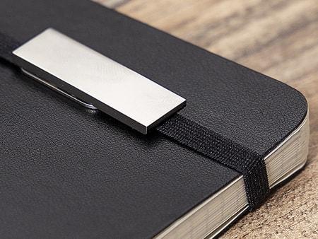 USB-Büro-Stick kann an einem Notizbuchband geklemmt werden