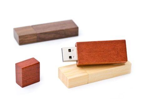 USB-Holz-Gehäuse in den Sorten Ahorn, Bambus und Rosenholz