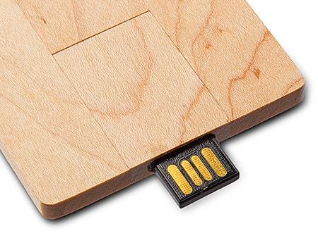 Mit drehbarer Halterung für den USB-Stick