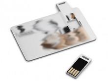 USB-Stick lässt sich aus der Karte ziehen und ebenso leicht wieder einschieben.
