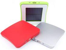 Drei verschiedene Ladevarianten: Solar, Netzteil oder USB-Anschluss