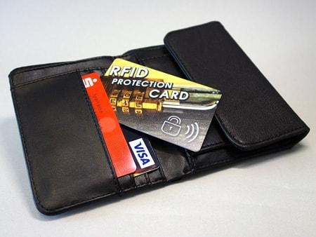 Schützt nahezu die gesamte Geldbörse