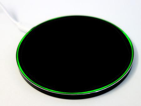 Sobald der Handy-Akku vollständig aufgeladen wurde, erscheint der LED-Ring wieder in der Farbe Grün