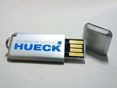 Schlanker USB-Stick mit Schutzkappe