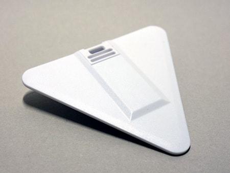 Grundmaterial: weißer Kunststoff