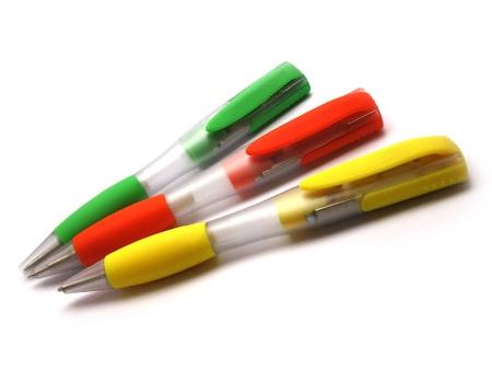 Farbenfroher USB-Kugelschreiber mit Softtouchoberfläche