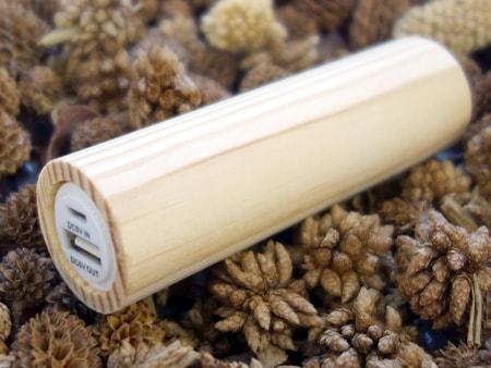 Holzpowerbank mit Original Schwarzwaldholz aus Kiefer